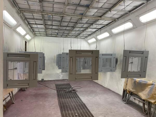 plafondplaten airco units op kleur gespoten